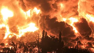 video: Five injured, hundreds evacuated after blaze at Indonesian oil refinery