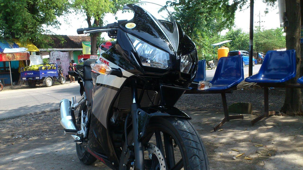 Review Honda CBR 150R Black Speedy