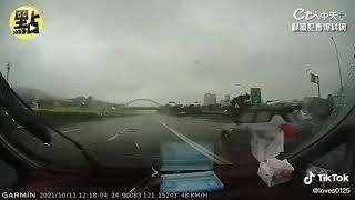 【點新聞】國道上竟出卡丁車 極限飄移彷彿電影場景@中天新聞