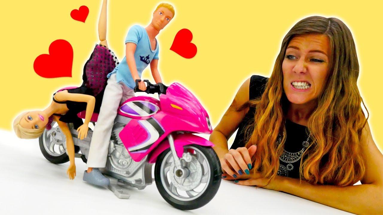 Barbie tiene una cita con Ken. Muñecas Barbie y Ana. Video para niñas