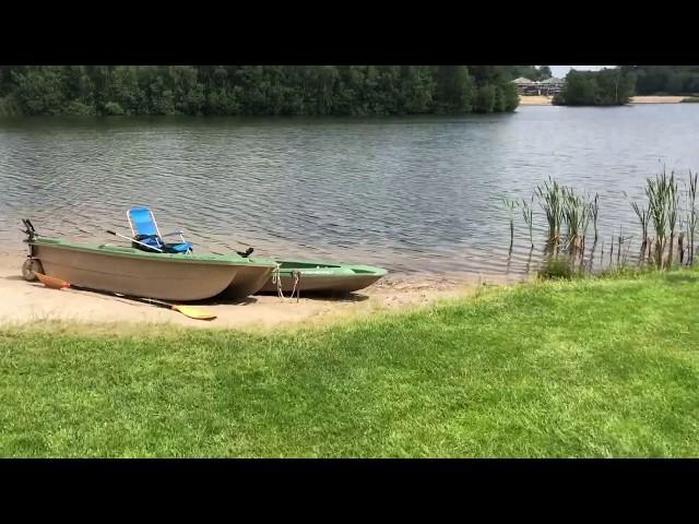 Rondleiding door een moderne villatuin aan het water!