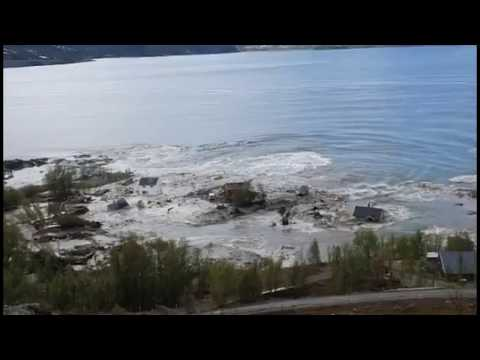 wow!-massive-mudslide-in-norway-drags-homes-into-the-sea