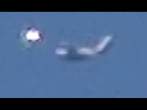 WOW!! UFO Sightings Major Airliner Stalked By Extremely Bright UFO! 2014