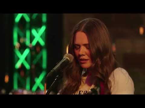 Jesse & Joy- Run (Live Concert Cracket Wireless)