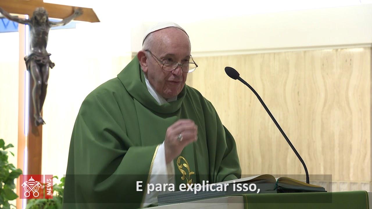 Papa: na Igreja, o maior é quem serve, não quem tem mais títulos