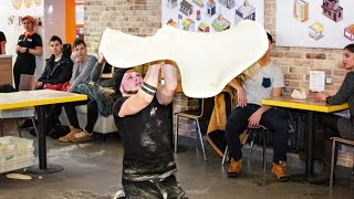 Мастер-класс по пицца-акробатике.  #Россия
