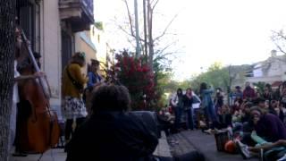 Vecina en la vereda-Primavera 2014