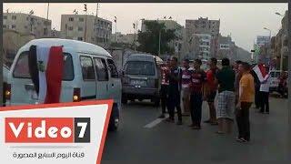 """شباب الإسماعيلية يحتفلون بقناة السويس أمام الاستاد: """"تحيا مصر"""""""