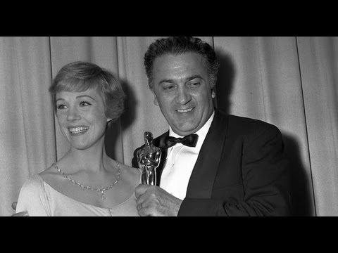 "Federico Fellini accepting Best Foreign Language Film for ""8 1/2"": 1964 Oscars"