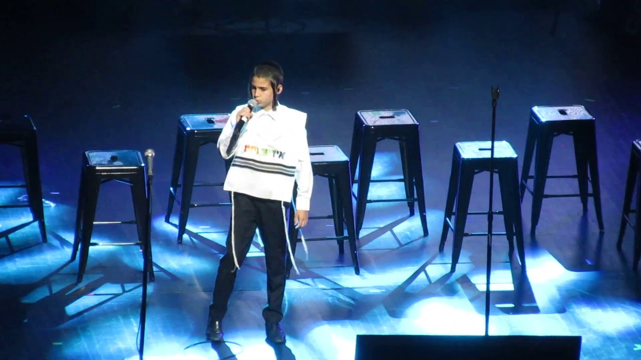 Yossi Lax And Yiddishe Nachas Stunning Performance