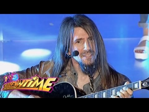 Ron Thal performs Sweet Child O' Mine on It's Showtime