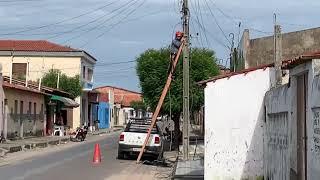 Online Telecom trabalha na rua Bandeirantes para reestabelecer a rede de fibras ópticas