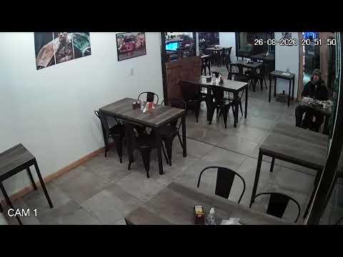 Hombre golpea un vidrio en bar de San Martín - LM Neuquén