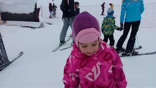 Даша, 5 лет. Первое занятие. Горные лыжи.