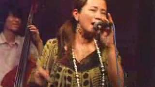 common cafe での'08/06/14のライブからです。 小柳淳子さんによるSummer Timeのカバー。 この日のユニット名は JA'道'ZZ!! メンバーは 小柳淳子(Vo.)村...