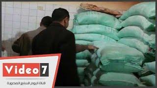 بالفيديو.. الرقابة الإدارية تضبط صاحب مخزن أخفى 23 شكارة دقيق