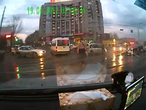 Трамвай скрылся с места ДТП ) Tram Fled The Scene Of An Accident).