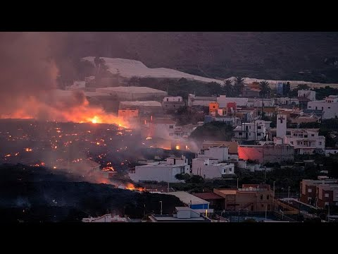 Download La Laguna se salva de la destrucción al desviarse la colada de lava del volcán de La Palma