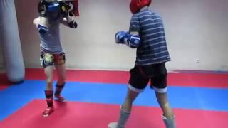 Тайский бокс Тренировочный спарринг(Мир тайского бокса: http://nicekick.ru/ Мой канал: http://www.youtube.com/user/TheDementr Тайский бокс, тайский бокс видео, клуб тайско..., 2014-02-17T18:14:22.000Z)