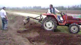 Tractor Hinomoto 4x4 .. 25 HP www.comercialrivas.cl