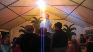 Markus singt am Campingplatz kon Tiki