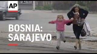 BOSNIA: SARAJEVO: SERB SNIPERS WOUND 8 PEOPLE