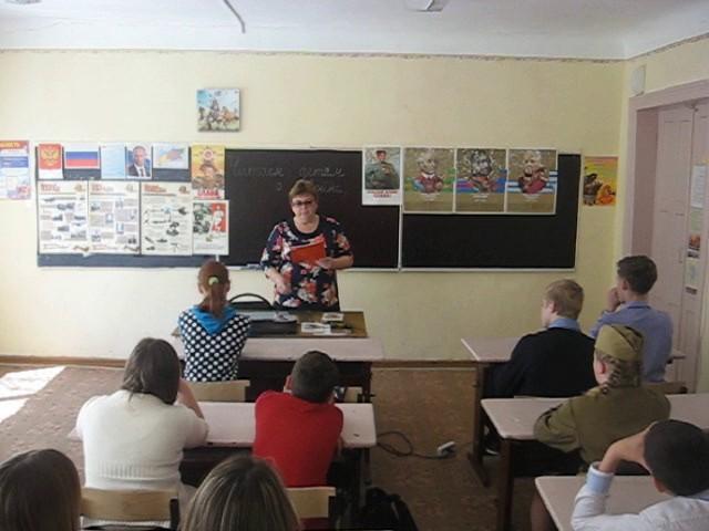 Изображение предпросмотра прочтения – ГалинаКафидова читает произведение «Сын артиллериста» К.М.Симонова