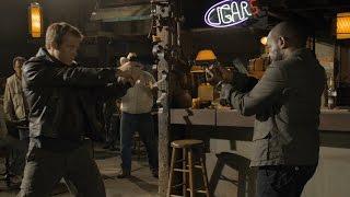 Боевая сцена, Марк Вэлли против Ленни Джеймс (в баре)