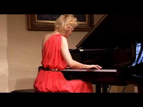 VIOLETTA EGOROVA  plays Mussorgsky .