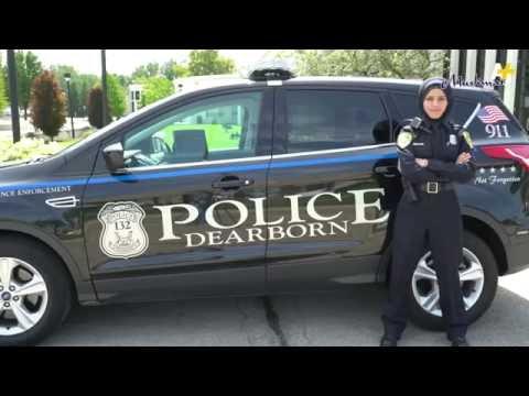Женщина полицейский в америке в хиджабе