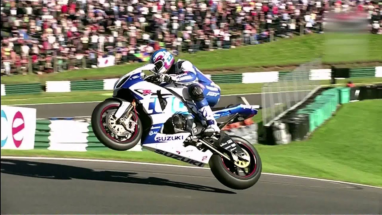 British Superbike 2013, the Cadwell Park jump - YouTube