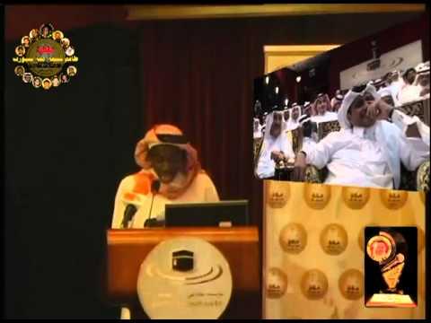 محمد الفولي يقلد يوسف سيف بمناسبة جائزة التعليق الرياضي 1423