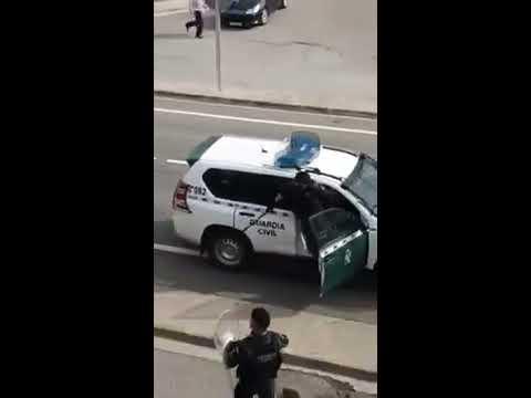 Agentes gallegos también sufren la tensión del 1-O