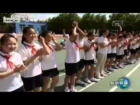 Chinese premier Wen Jiabao plays basketball with students