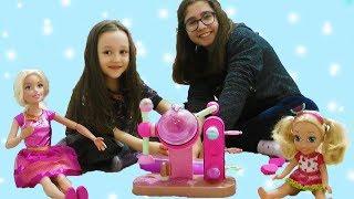 ÖYKÜ Barbie, Chelsea Oyuncak bebekleri ile LOL topu hazırlıyor