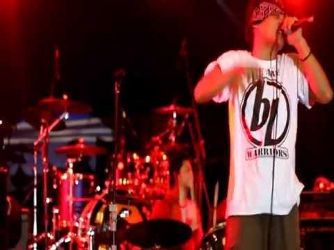 DIRTY EDGE - KONTRAK (featuring Laut ex-D'cinnamons @Pesta Musik 2012 Senayan 2012)