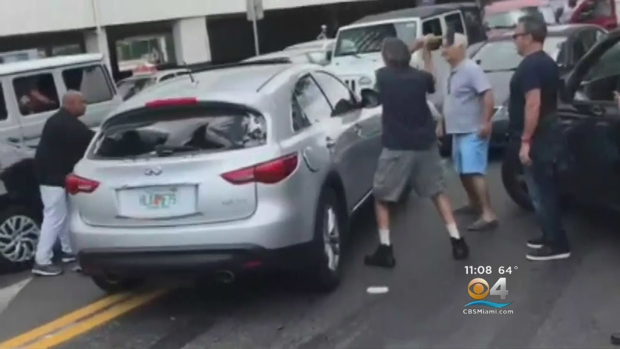 Vigilante Justice After Driver Of SUV Involved In Crash Tries To Leave