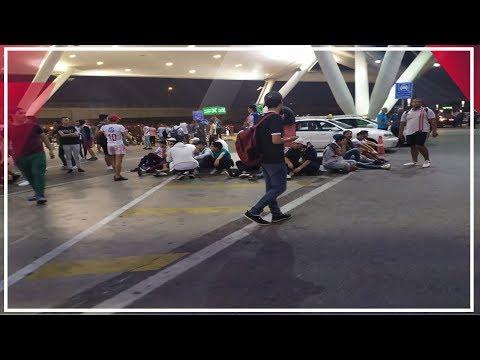 أجنبية توثق احتفال جمهور الزمالك بأبطال اليد بالـ موبايل  - 06:53-2019 / 10 / 16