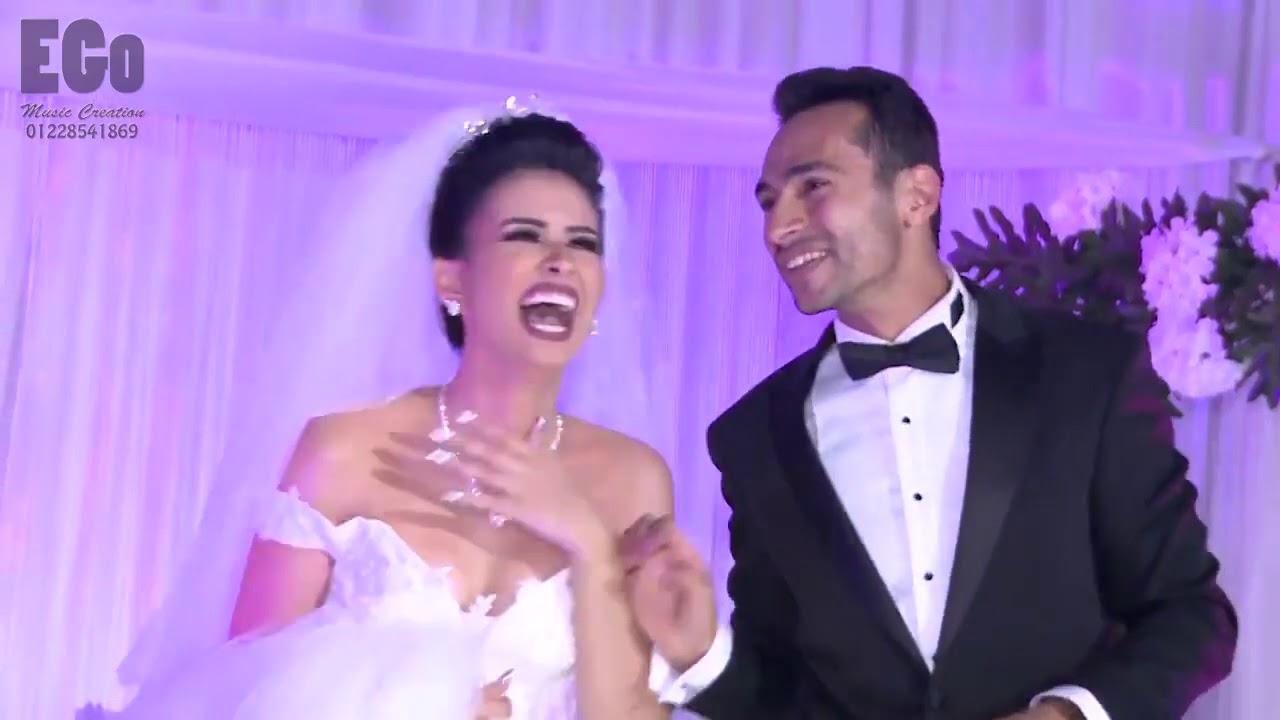 03463a4a327dd شاهد مفاجأة من اخت وأم العريس للعريس في يوم زفافه رووووووووووووعة ...