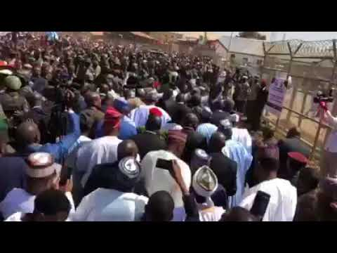 Massive Crowd Welcomes Buhari In Kaduna