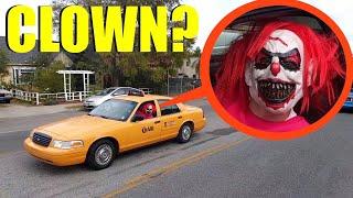 Bu palyaço taksi şoförünü görürseniz, arabaya binmeyin! HIZLI ÇIKIŞ !!
