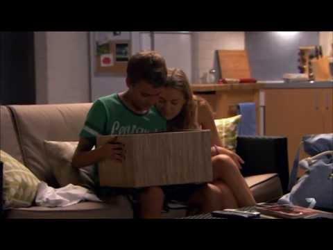 Jett & Nina II 5798 Kiss On Cheek