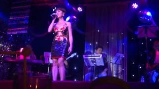 5 Chỉ Là Giấc Mơ - Uyên Linh (Opera Lounge 04.04.2014)