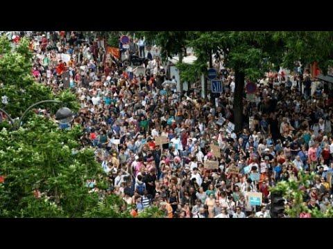 فرنسا: تعبئة حاشدة ضد ماكرون والحكومة تصفها بالـ-ضعيفة-  - نشر قبل 35 دقيقة
