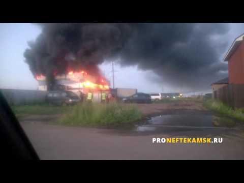 В Нефтекамске в микрорайоне Ротково сгорел автосервис