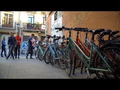 Jong PSV op de fiets door Valencia