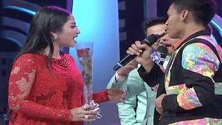 Download Video Rayuan Maut Trio Sasmita Untuk Dewi Persik di Panggung D'Academy 4 MP3 3GP MP4