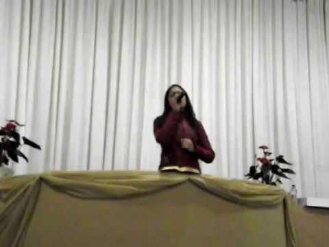 Priscila Santana cantando na IPDA Boqueirão - CuritibaPR - 1905
