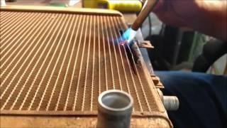 Kúrenár Nitra - Oprava radiátora pomocou hrubej sily