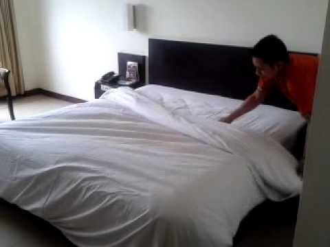 housekeeping how to making up the bed youtube. Black Bedroom Furniture Sets. Home Design Ideas
